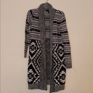 Forever 21 grey, black,and white pattern cardigan